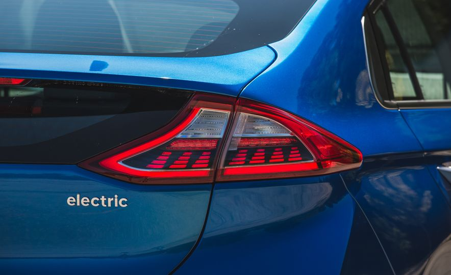 2017 Hyundai Ioniq Electric - Slide 15