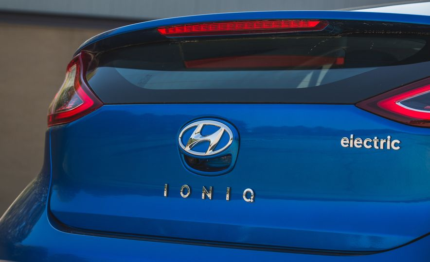 2017 Hyundai Ioniq Electric - Slide 16