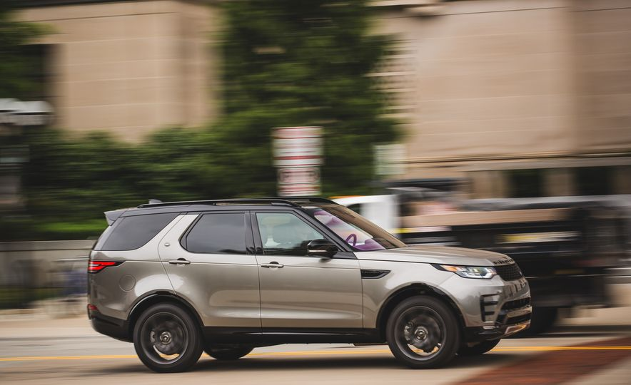 2017 Land Rover Discovery - Slide 3