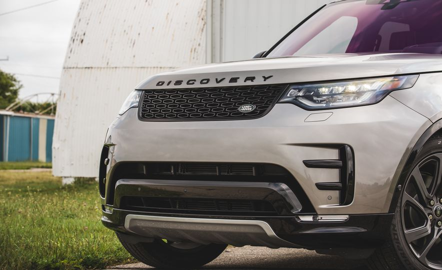 2017 Land Rover Discovery - Slide 18