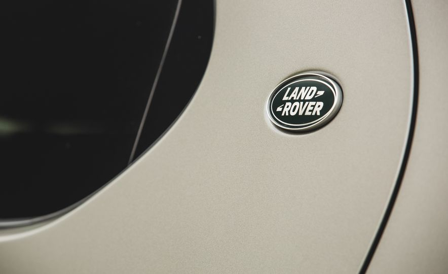 2017 Land Rover Discovery - Slide 20