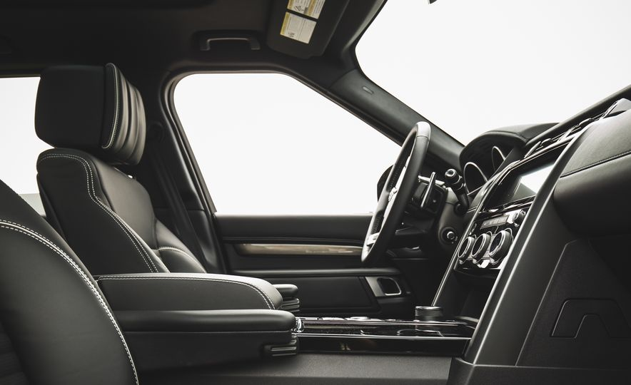2017 Land Rover Discovery - Slide 26