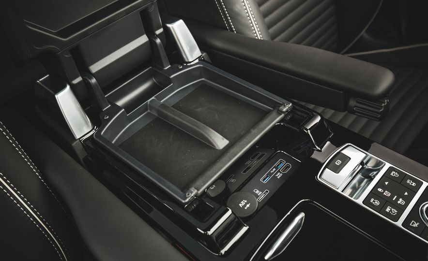 2017 Land Rover Discovery - Slide 50