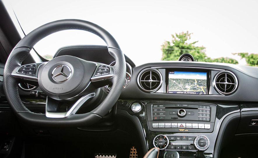 2017 Mercedes-Benz SL - Slide 30