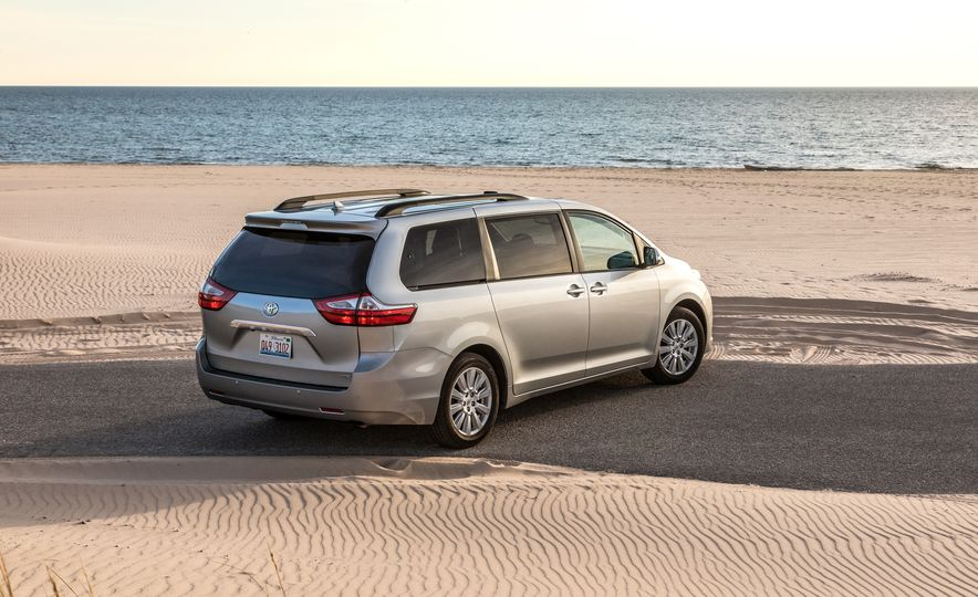 2017 Chrysler Pacifica Limited, 2017 Toyota Sienna Limited Premium, and 2018 Honda Odyssey Elite - Slide 24