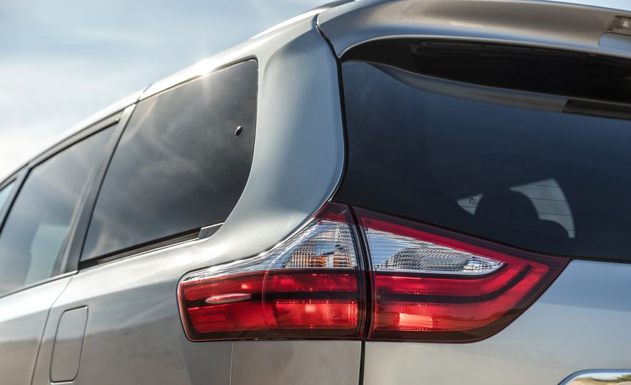 2017 Chrysler Pacifica Limited, 2017 Toyota Sienna Limited Premium, and 2018 Honda Odyssey Elite - Slide 26
