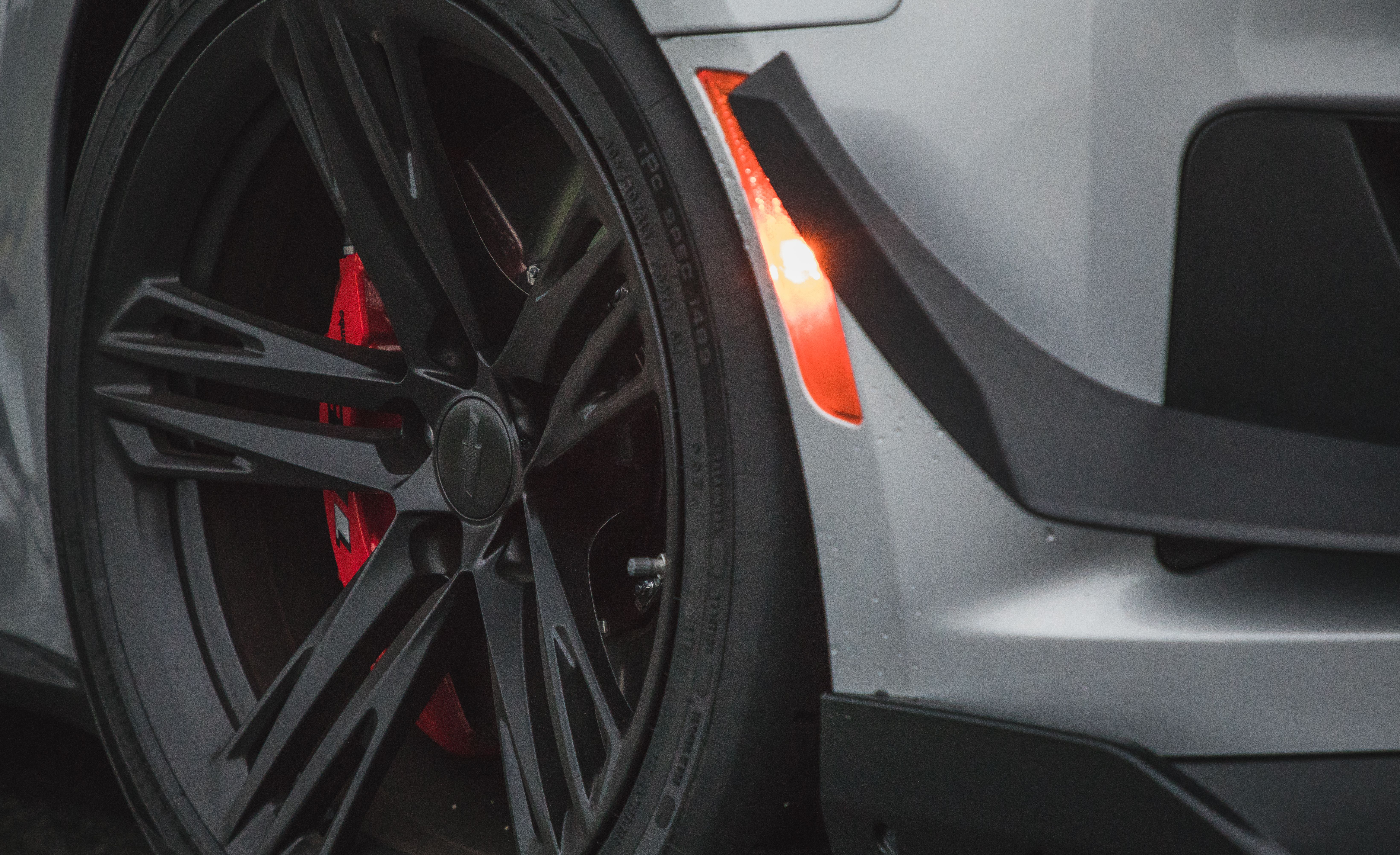 ZL1 + 1 LE: What Sets the Chevrolet Camaro ZL1 1LE Apart from the ZL1 - Slide 10