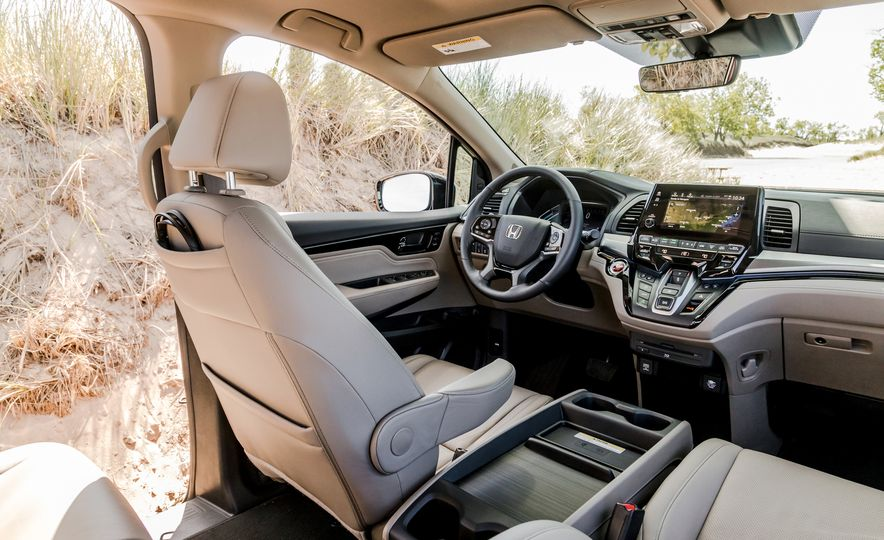 2017 Chrysler Pacifica Limited, 2017 Toyota Sienna Limited Premium, and 2018 Honda Odyssey Elite - Slide 20