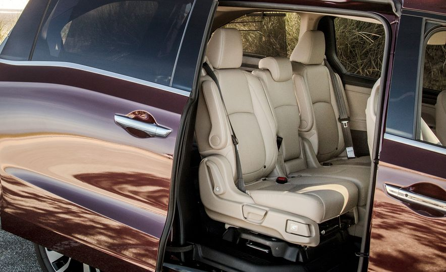 2017 Chrysler Pacifica Limited, 2017 Toyota Sienna Limited Premium, and 2018 Honda Odyssey Elite - Slide 21