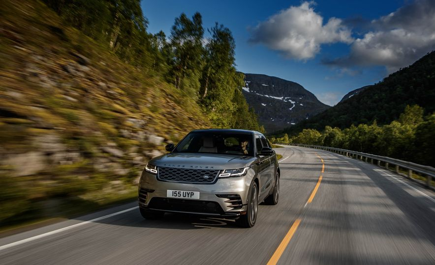2019 Land Rover Discovery SVX - Slide 15