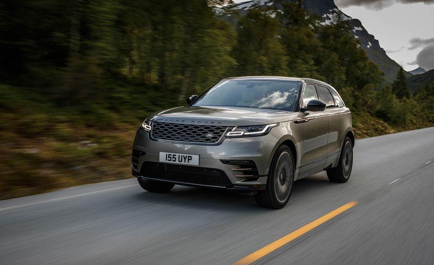 2019 Land Rover Discovery SVX - Slide 17