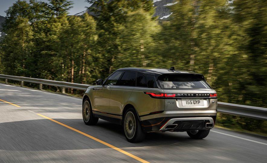 2019 Land Rover Discovery SVX - Slide 18