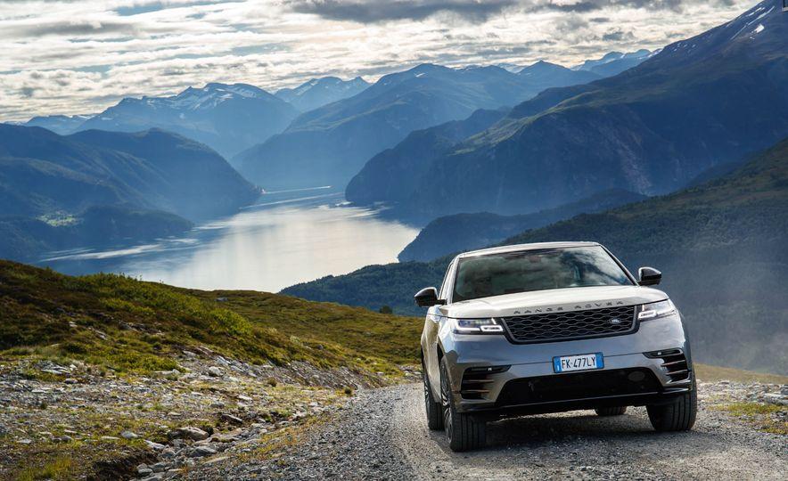 2019 Land Rover Discovery SVX - Slide 19