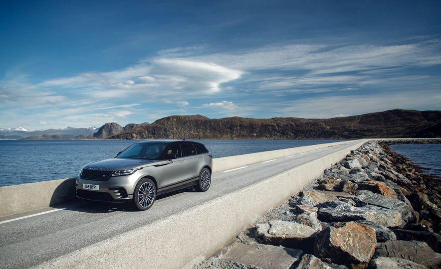 2019 Land Rover Discovery SVX - Slide 20