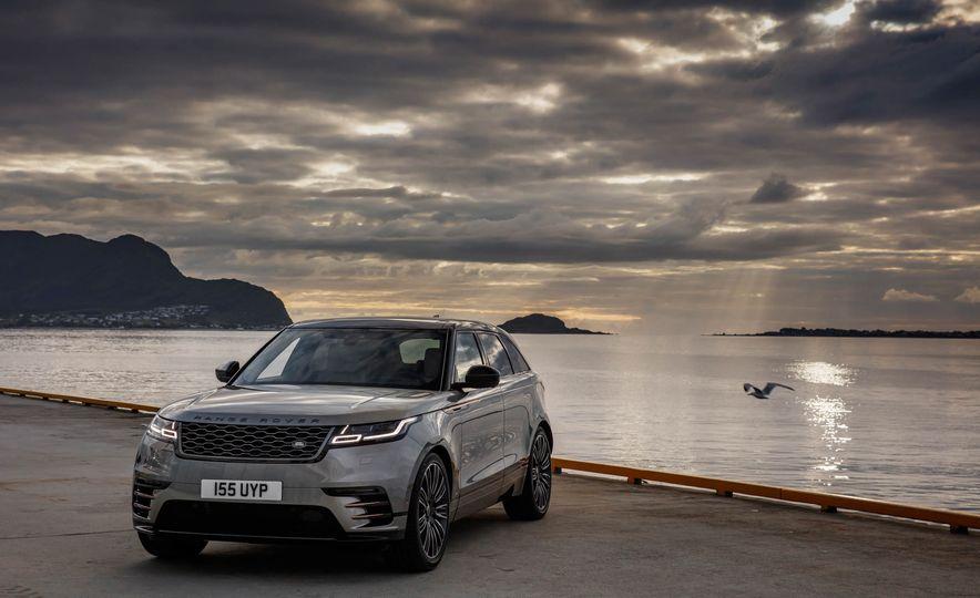 2019 Land Rover Discovery SVX - Slide 21
