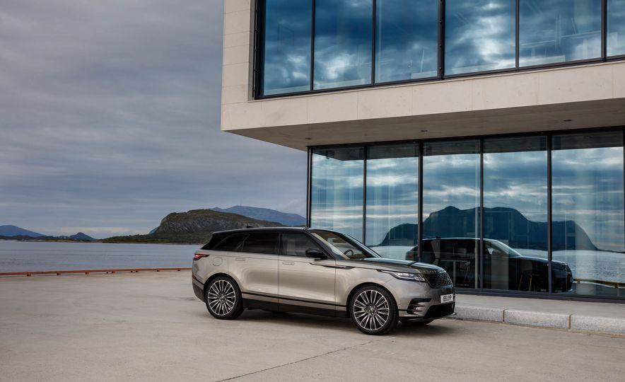 2019 Land Rover Discovery SVX - Slide 22