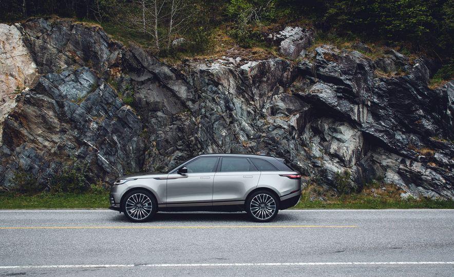 2019 Land Rover Discovery SVX - Slide 24