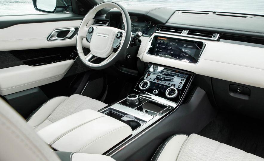 2019 Land Rover Discovery SVX - Slide 25