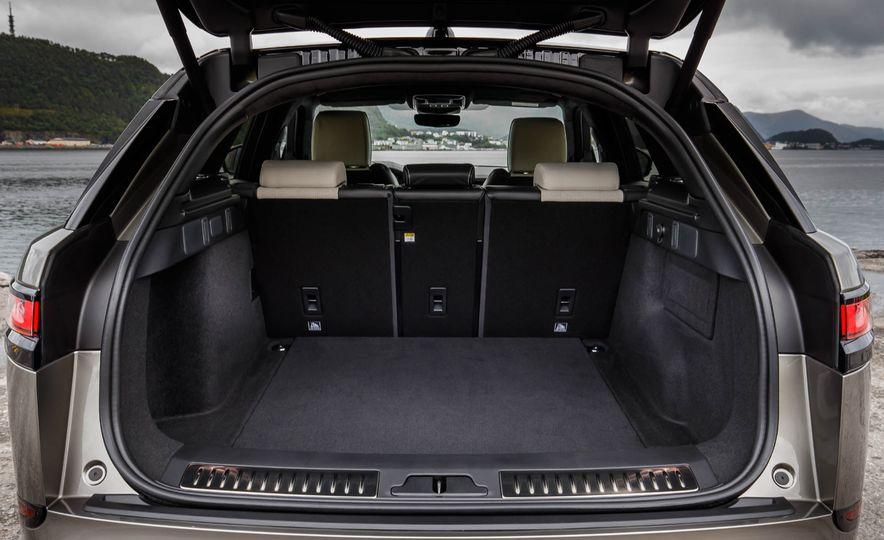 2019 Land Rover Discovery SVX - Slide 27
