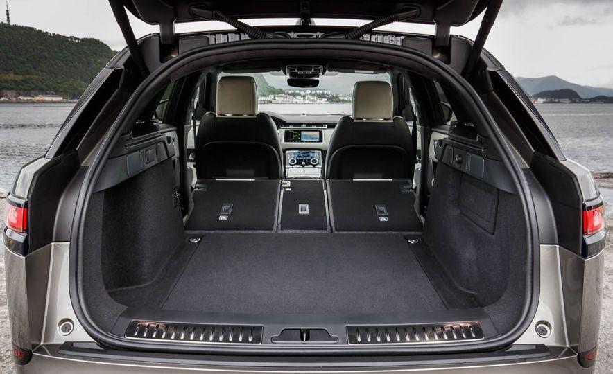2019 Land Rover Discovery SVX - Slide 28