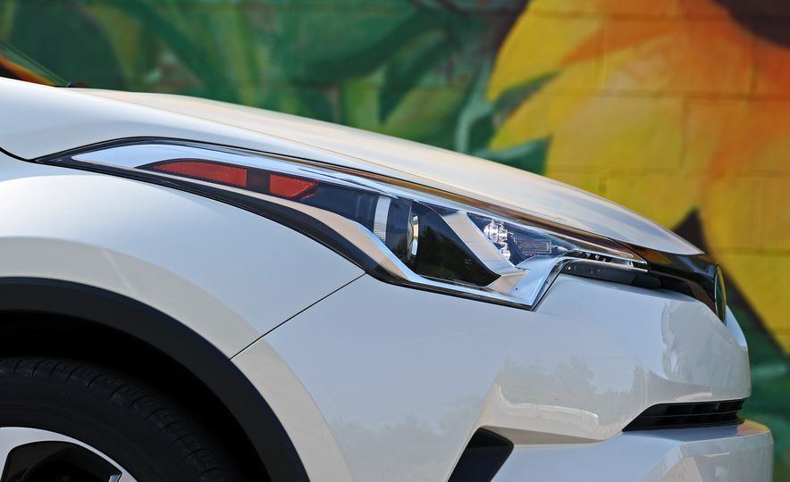 2018 Toyota C-HR - Slide 28