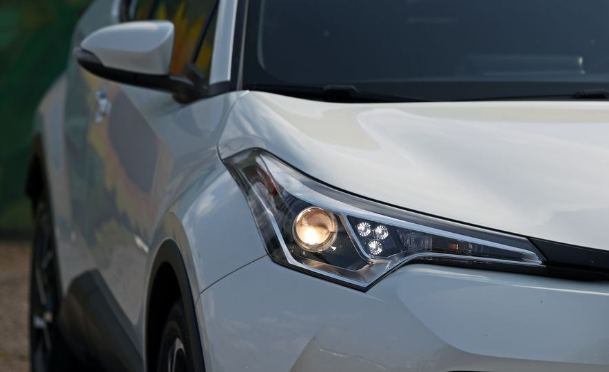 2018 Toyota C-HR - Slide 29