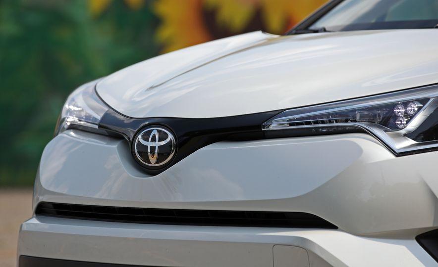 2018 Toyota C-HR - Slide 30