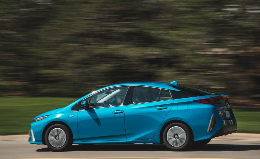2017 Toyota Prius Prime - Slide 4