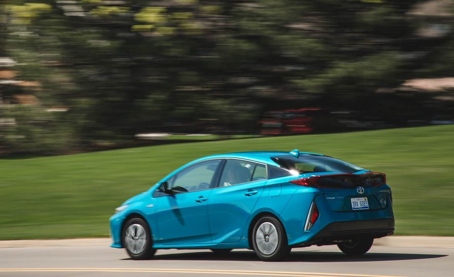 2017 Toyota Prius Prime - Slide 5