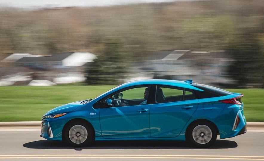 2017 Toyota Prius Prime - Slide 3