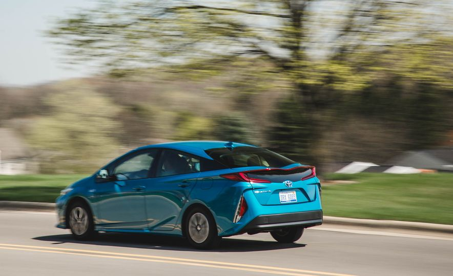 2017 Toyota Prius Prime - Slide 6