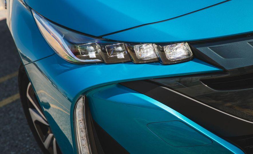 2017 Toyota Prius Prime - Slide 17