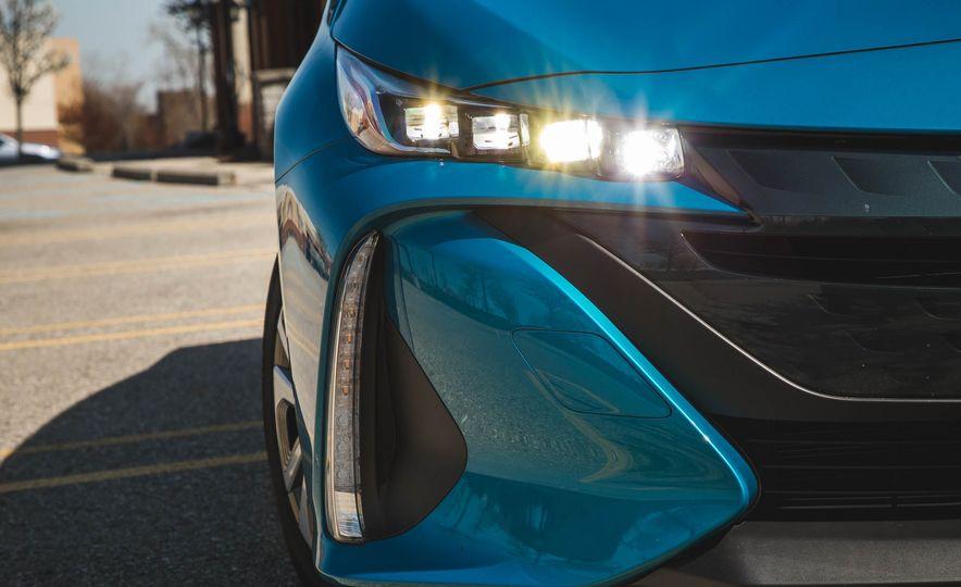 2017 Toyota Prius Prime - Slide 18
