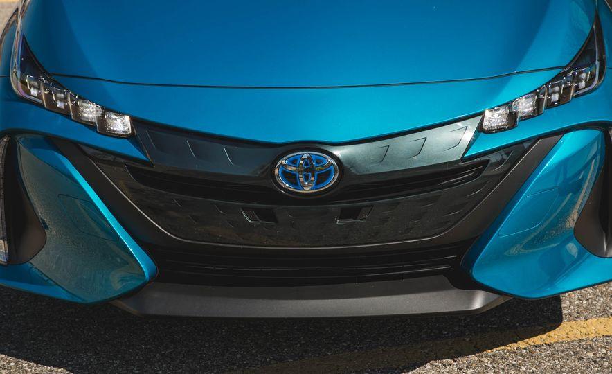 2017 Toyota Prius Prime - Slide 19