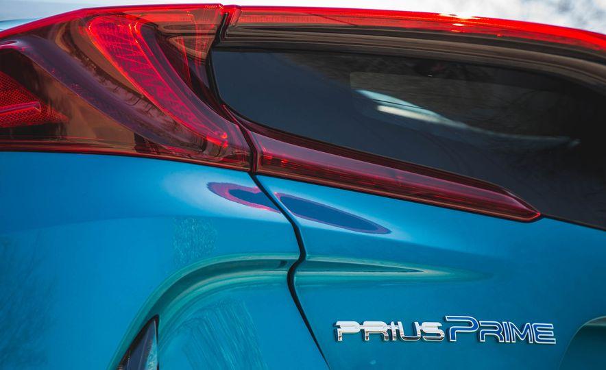 2017 Toyota Prius Prime - Slide 22