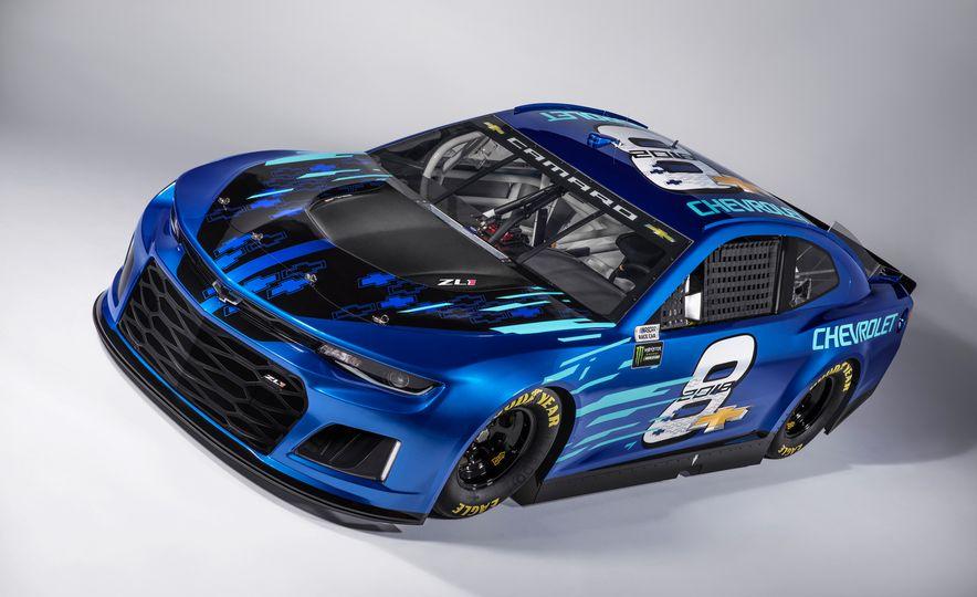 Chevrolet Camaro ZL1 race car and 2018 Chevrolet Camaro ZL1 - Slide 4