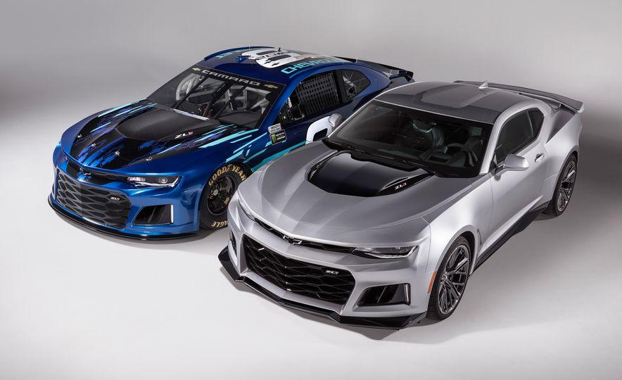Chevrolet Camaro ZL1 race car and 2018 Chevrolet Camaro ZL1 - Slide 3