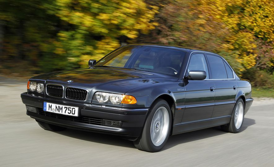 40 Years of the BMW 7-series - Slide 9
