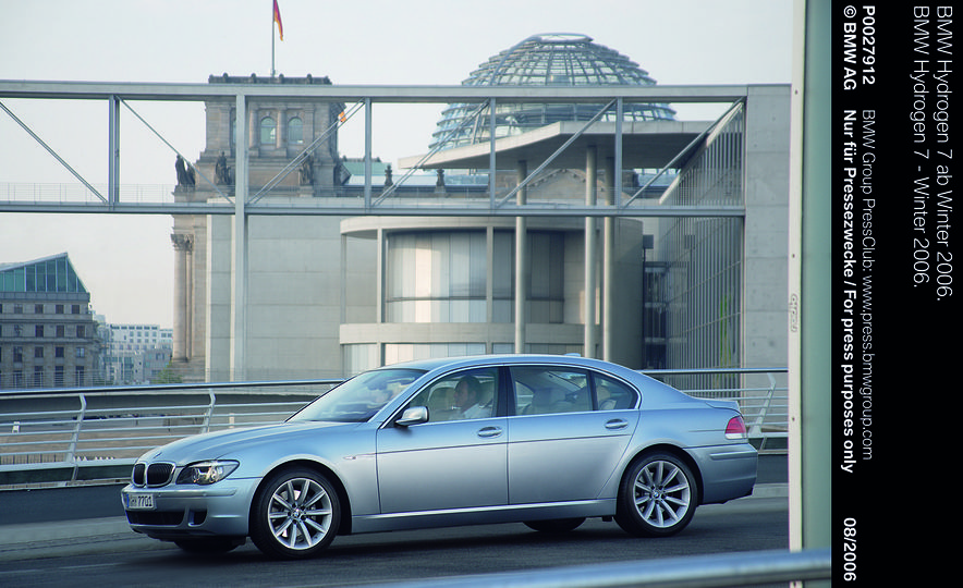 40 Years of the BMW 7-series - Slide 13