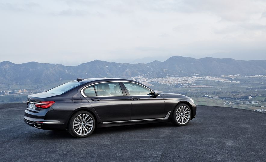 40 Years of the BMW 7-series - Slide 19