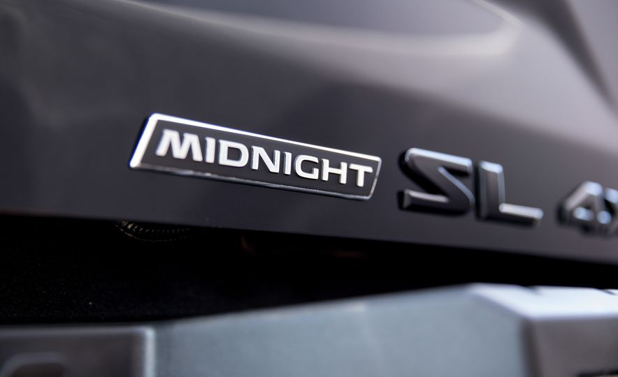 Nissan Titan Midnight Edition - Slide 11