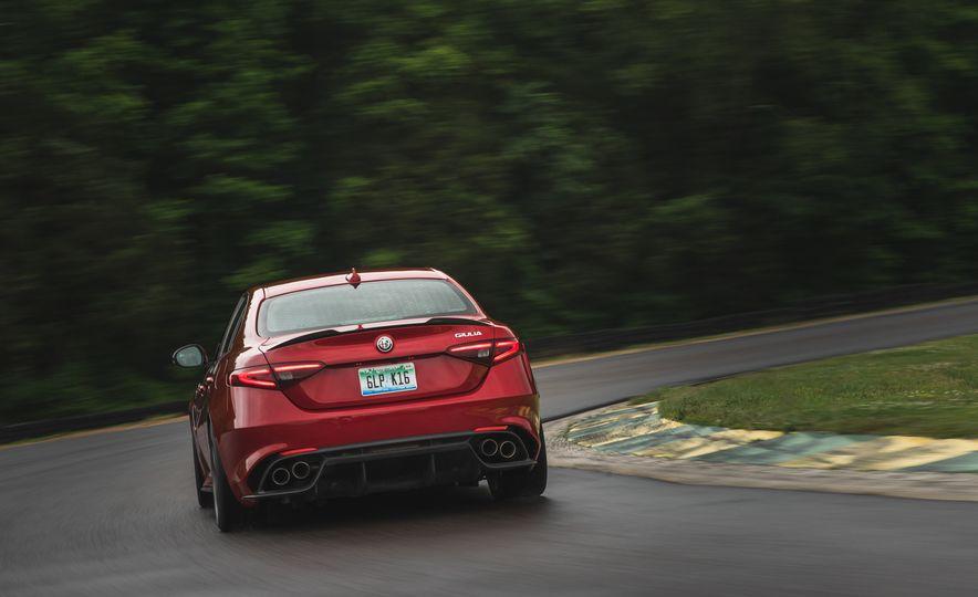 2017 Alfa Romeo Giulia Quadrifoglio - Slide 9