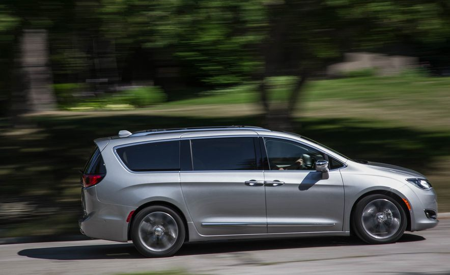 2017 Chrysler Pacifica - Slide 2