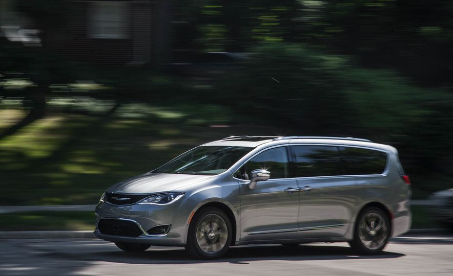 2017 Chrysler Pacifica - Slide 4