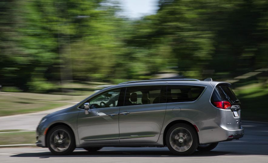 2017 Chrysler Pacifica - Slide 6
