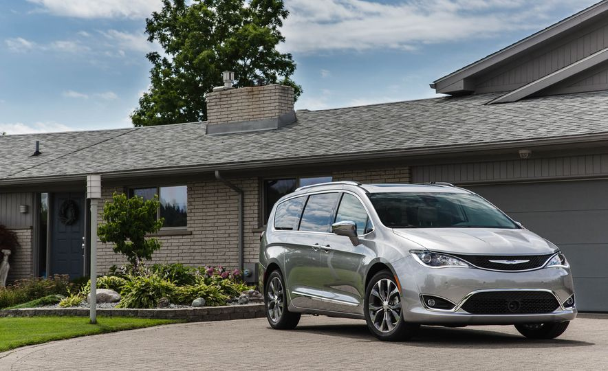 2017 Chrysler Pacifica - Slide 9