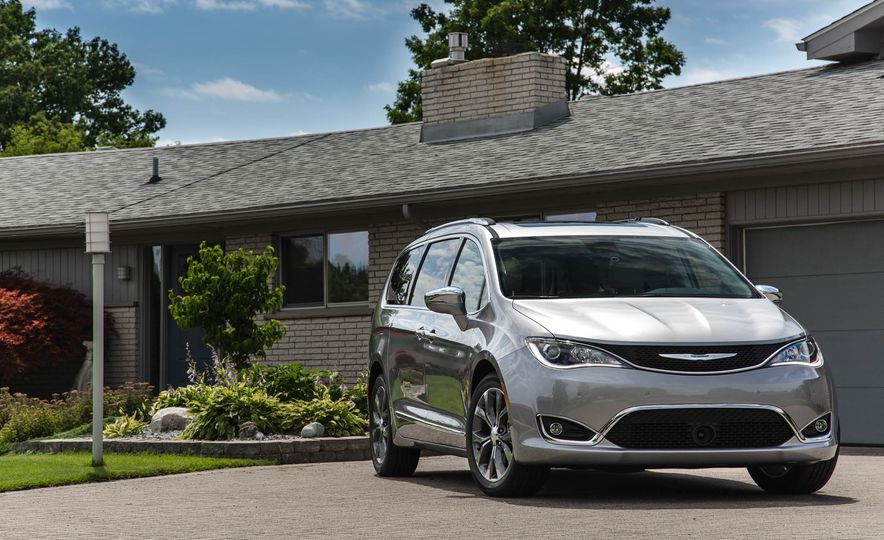 2017 Chrysler Pacifica - Slide 10