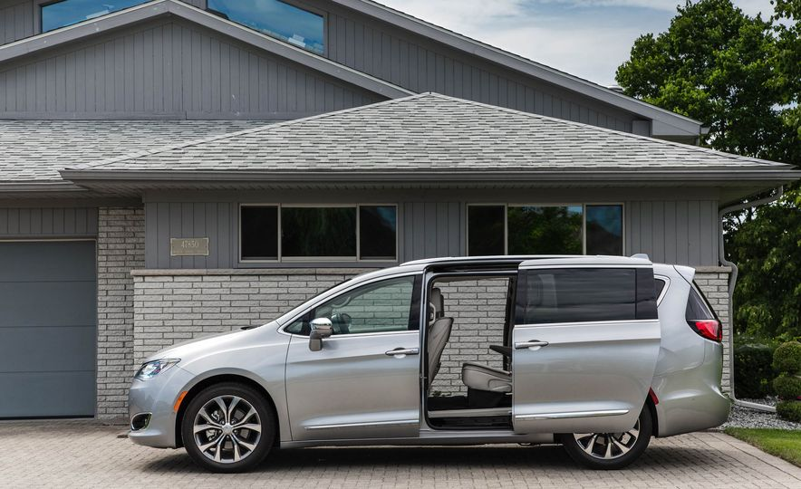 2017 Chrysler Pacifica - Slide 12