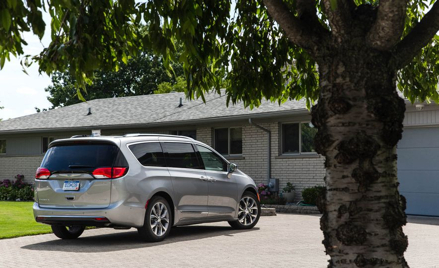 2017 Chrysler Pacifica - Slide 13