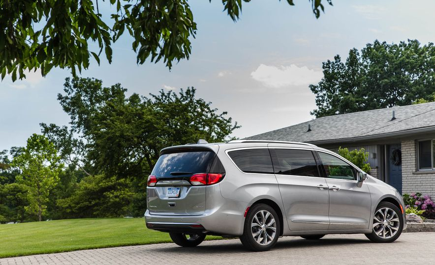 2017 Chrysler Pacifica - Slide 14